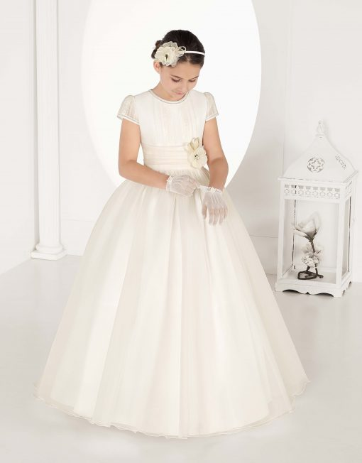 Vestido de comunión de la colección Carmy - Lilian Segre Telf.: 865604432 - Plaza Jaume I, 1, Dénia (Alicante)