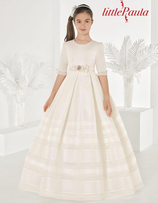 Vestido clásico lorzas realizado en esterilla marfil con manga al codo. Modelo Rin de la colección de Little Paula.
