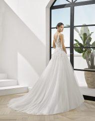 Vestido de novia Placin de Adriana Alier. Encuentralo en Lilian Segre
